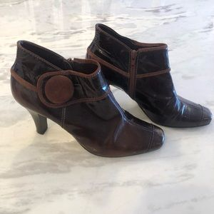 Gianni Bini size 9 heeled ankle boots with button